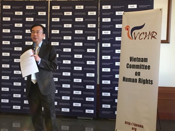 Ông Võ Trần Nhật, Tổng Thư ký VCHR, trình bày hiện trạng vi phạm nhân quyền tại Việt Nam
